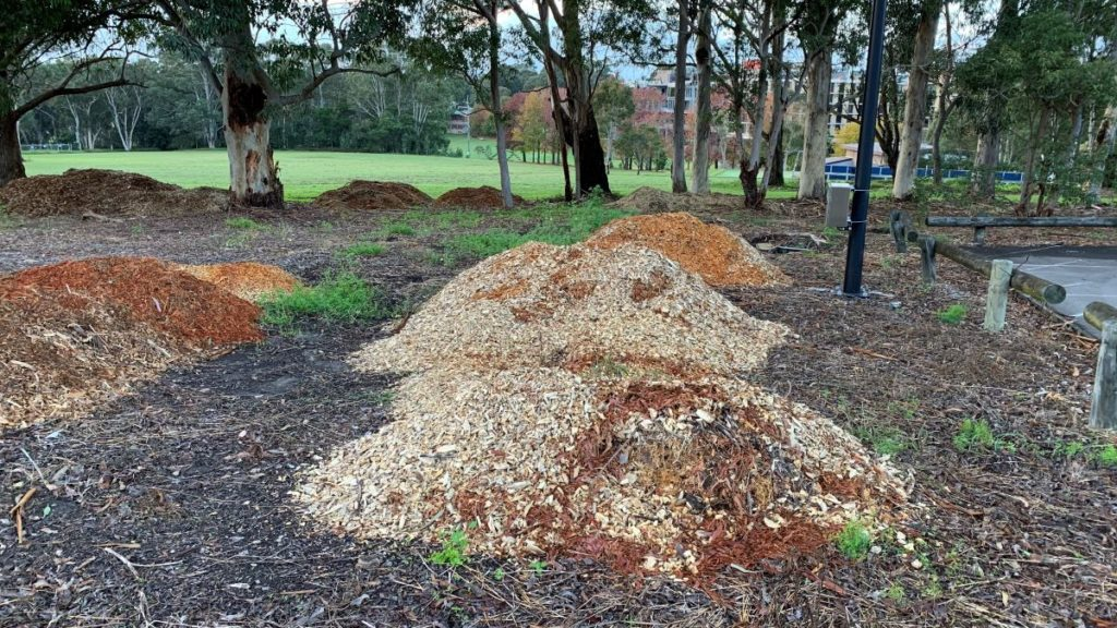 howto put wood chips in garden